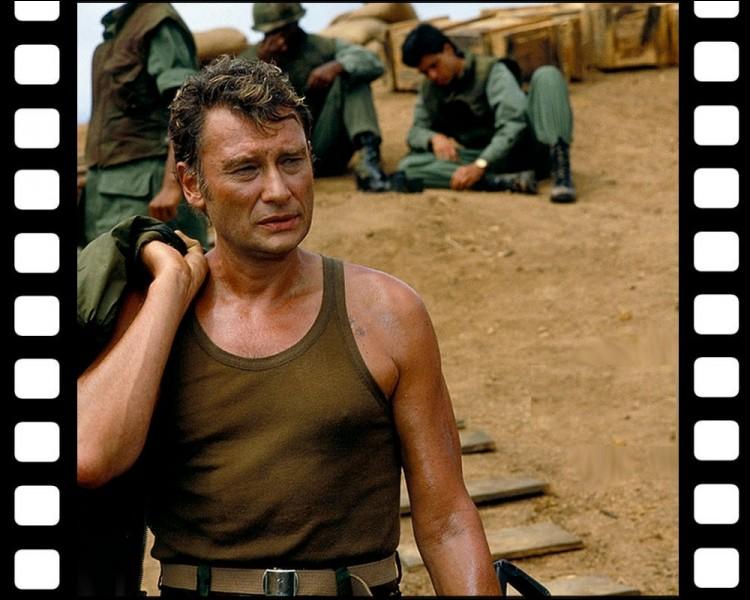 """Où se déroule l'action du film """"The Iron Triangle"""" , film de guerre américain où Johnny interprète un mercenaire français ?"""
