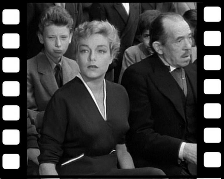 Quel réalisateur né à Niort, le fait débuter comme figurant en 1955 ?