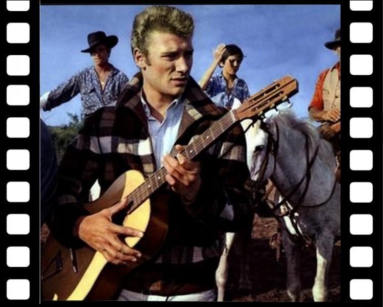 """Quelle chanteuse interprète """"Gigi"""" dans """" D'où viens-tu Johnny ? """", film réalisé par Noël Howard en 1963 ?"""