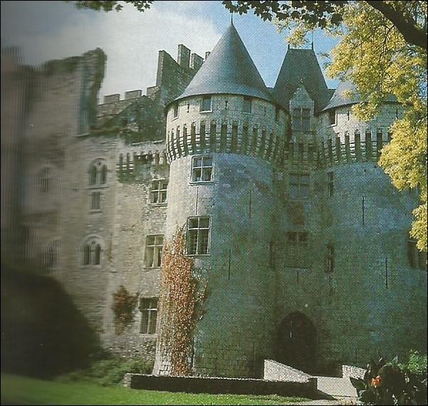 Dans quelle ville se trouve ce château Saint-Jean ?