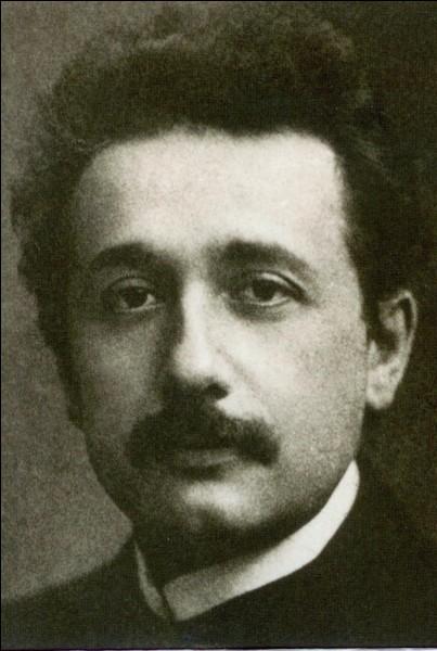 Quel est l'élément associé a Albert Einstein ?