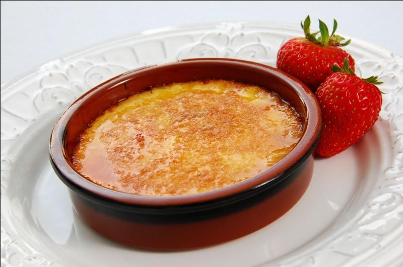 Quel dessert est chauffé avec un chalumeau pour caraméliser le sucre ?