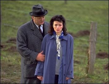 """Par quoi sont interrompues """"Les vacances de Maigret"""" dans le roman éponyme de Georges Simenon ? (ou dans le film)"""