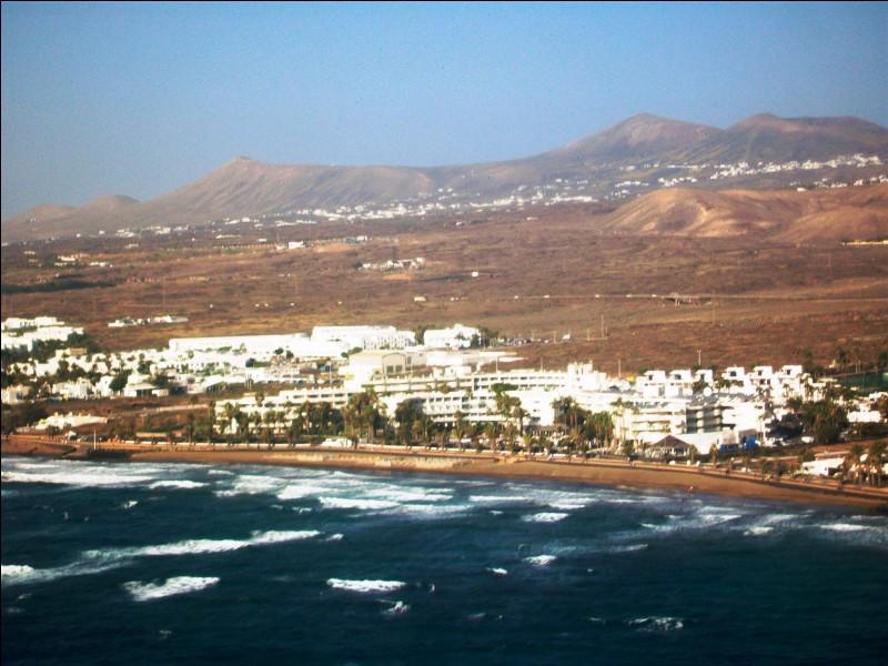 Samedi 6 janvier. C'est parti pour une semaine de détente et de découverte sur une île espagnole de l'archipel des Canaries. Quelle est cette île ?