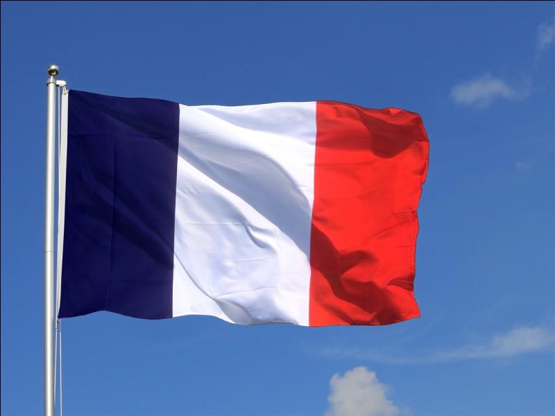 Le drapeau de la France est, dans l'ordre, bleu, blanc, rouge.