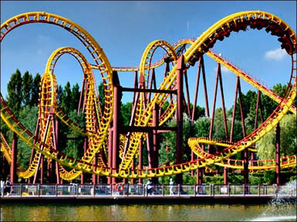 Ce parc d'attractions est dédié à un personnage de bande dessinée très connu. Comme manèges, on peut trouver le Tonnerre de Zeus et l'Hydre de Lerne. Quel est donc ce parc ?