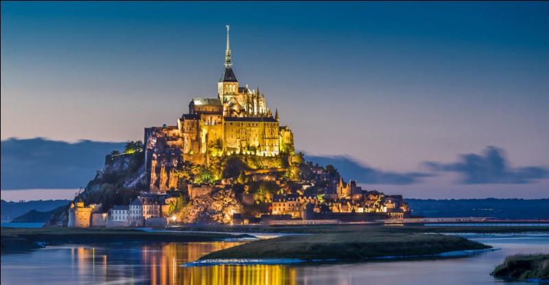 Le mont Saint-Michel est une abbaye très connue et l'un des monuments les plus visités de France. On y trouve un restaurant très réputé pour ses omelettes, celui de la Mère Poulard ! Ce monument se dit normand mais en fait tout le monde sait qu'il fait partie de :