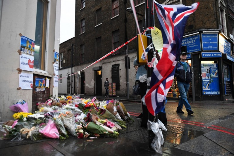 Un attentat a touché Manchester le 22 mai 2017 à la sortie d'un concert. Les victimes avaient assistés à un concert de quelle chanteuse ?