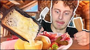 Quel célèbre youtubeur français a fait une vidéo en 2017 sur la raclette ?