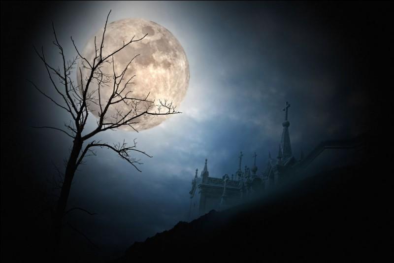 La Lune est un astre.