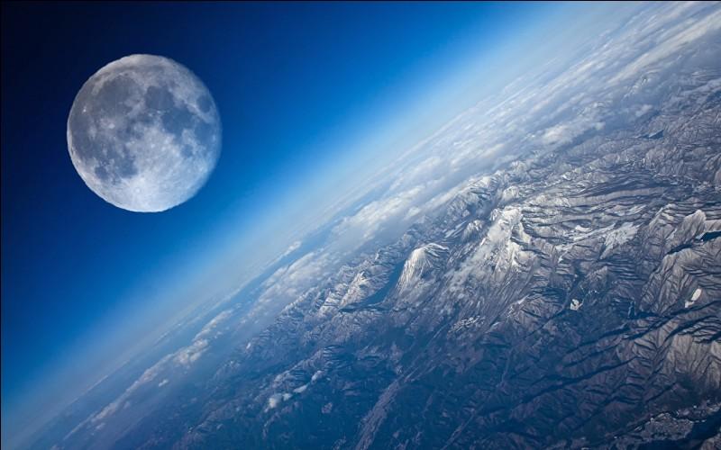 Combien de fois la Lune fait-elle la masse de la Terre ?