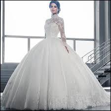 Saurez-vous à qui sont ces robes de mariée?