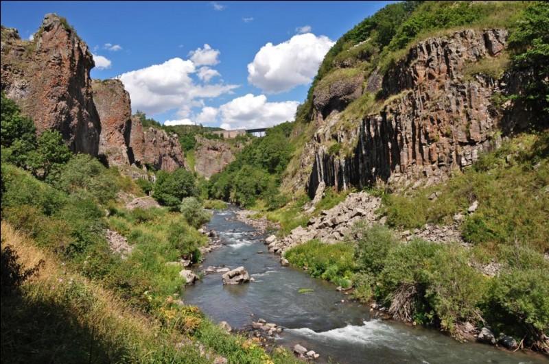 """Qui chantait """"Elle chante, elle chante, la rivière insolente qui unit dans son lit..."""""""