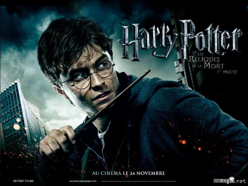 On apprend que Harry est un Horcruxe dans le septième tome, mais J.K. Rowling en fait l'allusion bien avant. Mais dans quel tome ?