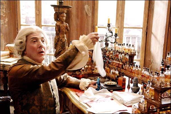 Dustin Hoffman, dans le rôle que lui a confié le réalisateur Tom Tikwer, selon un roman à grand succès, a un fort joli métier, qui existe toujours aujourd'hui. Quel est-il ?