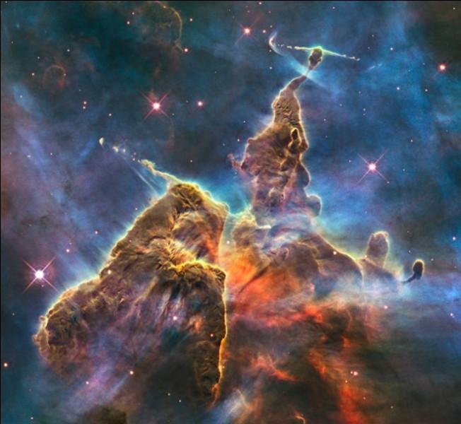 Et voici une grande nébuleuse brillante, englobant à elle toute seule plusieurs amas d'étoiles ! Elle s'appelle...