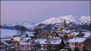 Nous commençons notre balade en Auvergne-Rhône-Alpes, à Albiez-Montrond. Station de sports d'hiver, dans l'arrondissement de Saint-Jean-de-Maurienne, elle se situe dans le département ...