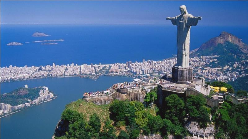 La célèbre ville de Rio de Janeiro est célèbre pour son carnaval en couleur. Trouvez son pays.