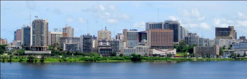 Où se situe Abidjan ?