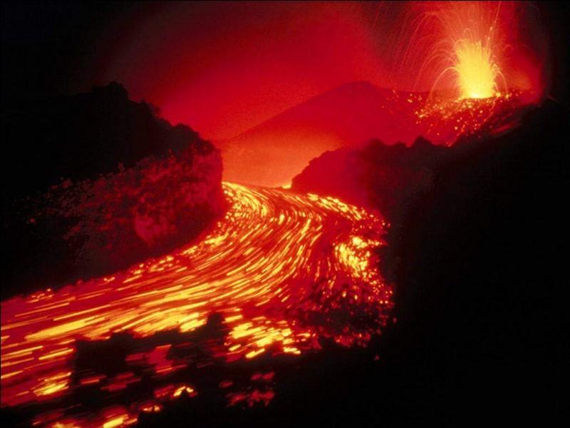 Quel pays a le plus de volcans actifs ?