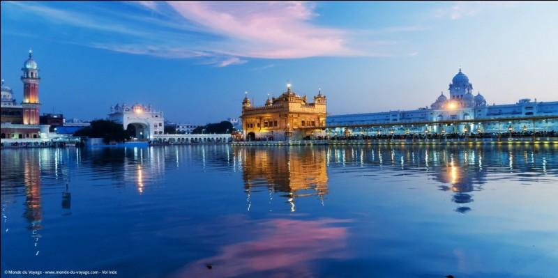 Quelles étendues d'eau bordent l'Inde ?