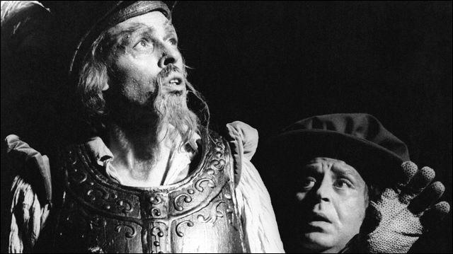 L'Homme de la Mancha (Man of La Mancha) est une comédie musicale américaine. L'adaptation en langue française eut lieu en octobre 1968 à Bruxelles avec ... dans le rôle titre et Dario Moreno dans le rôle de Sancho Panza.