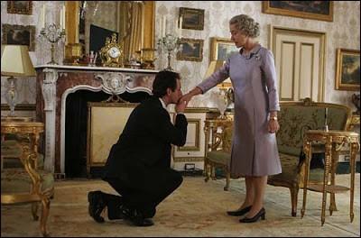 Ce n'est pas le métier de la dame qu'il faut trouver mais celui du monsieur qui est à ses genoux. Quel est ce métier ?