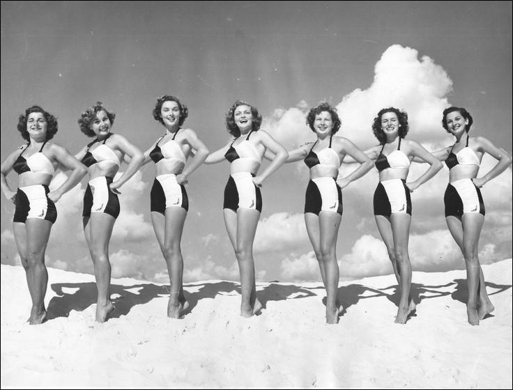 Autre temps, autre métier. Cette ligne de jeunes femmes en maillots de bain est reliée à un métier du spectacle, lequel ?