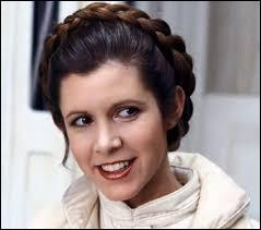 Qui joue le rôle de Leia ?