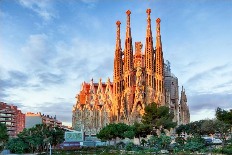 Barcelone est une ville connue pour sa cathédrale. Où la situez-vous ?