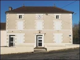 Luxé est un village Charentais situé en région ...