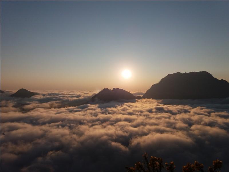 Quel est le sommet le plus haut de La Réunion ?