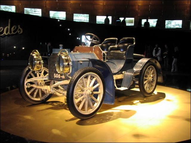 Quelle marque de véhicule, inspirée du prénom de sa fille, est déposée en 1902 par Emil Jellinek pour le constructeur Daimler ?