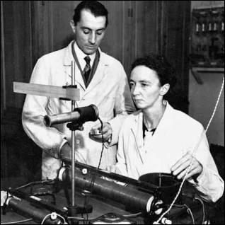 Qui découvrit, en 1934, un nouvel élément radioactif ?