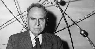 Otto Hahn reçut le prix Nobel de la paix pour sa découverte sur la fiscion nucléaire.