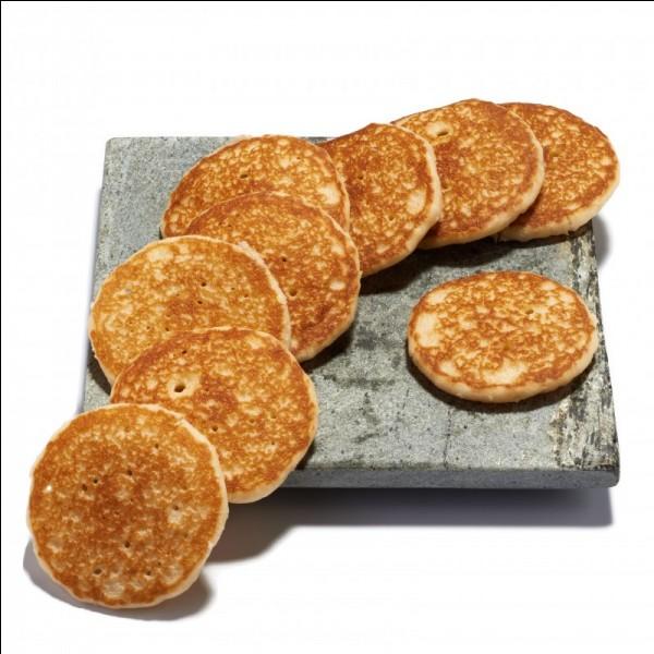 D'origine russe, quel est le nom de ces crêpes à la farine de sarrasin ?