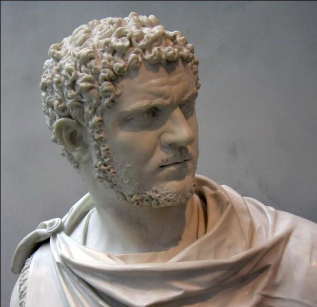 En quelle année est promulgué l'édit de Caracalla ayant pour effet d'accorder la citoyenneté à tous les hommes libres de l'empire ?