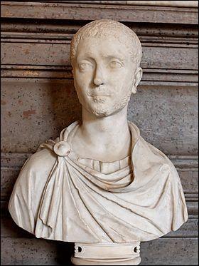 En 235, la dynastie des Sévères prend fin avec la mort de Sévère Alexandre. Il s'en suit plusieurs décennies de guerres de succession. Sous quel nom est connue cette période ?
