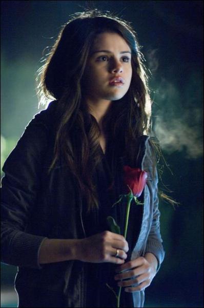 Qui a envoyé le Faux message et une rose ?