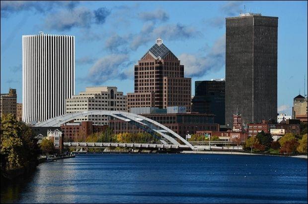 Terminons par deux villes du lac Ontario. Elles se trouvent chacune sur une rive. Où se trouve Rochester ?