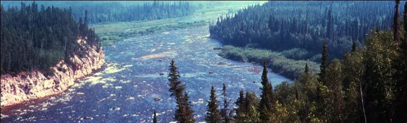 Dans quel pays coule le fleuve Mackenzie ?