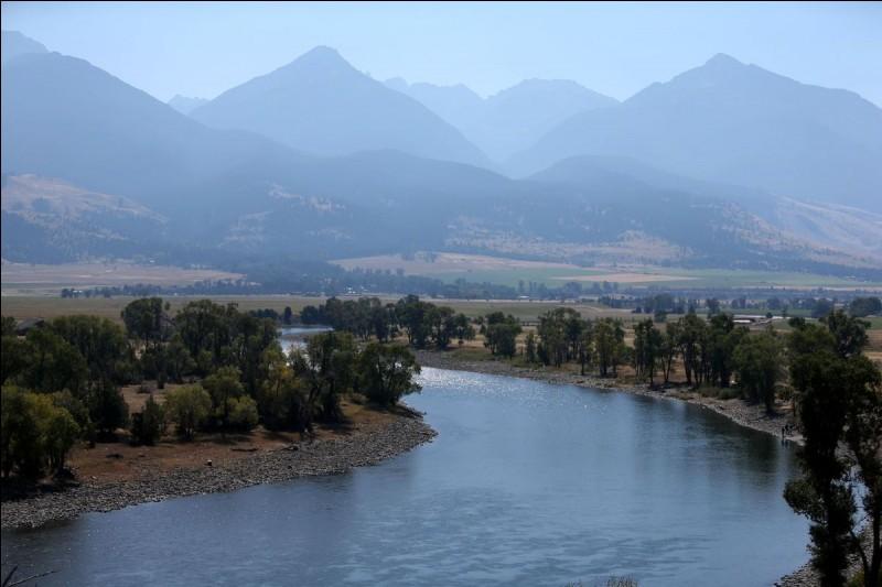 Dans quel pays coule la rivière Yellowstone ?