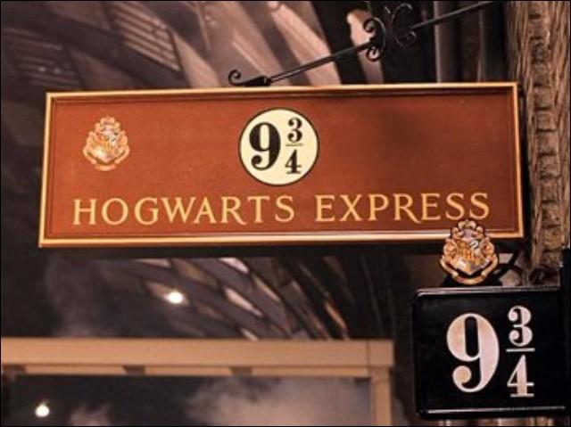 Dans le tome 2, pourquoi Harry et Ron n'arrivent-ils pas à franchir la barrière de la voie 9 3/4 ?