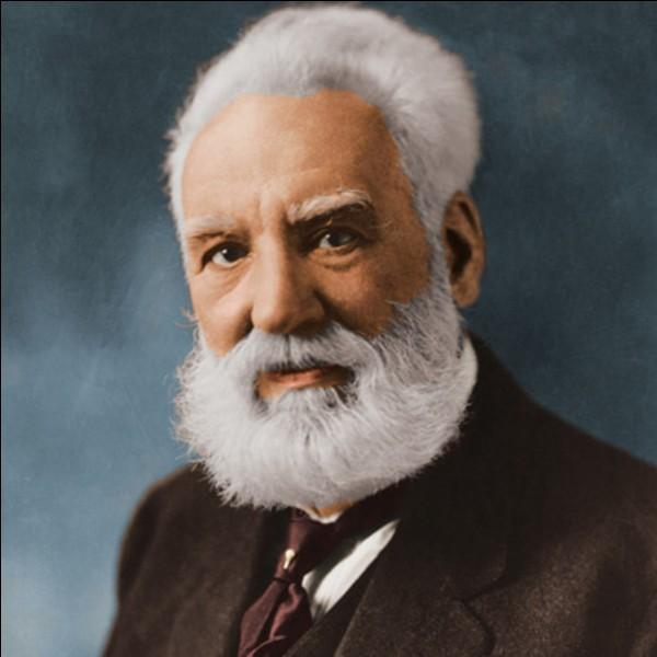 On associe en général Alexander Graham Bell à l'invention du téléphone, mais quel autre objet a-t-il inventé en 1881 ?