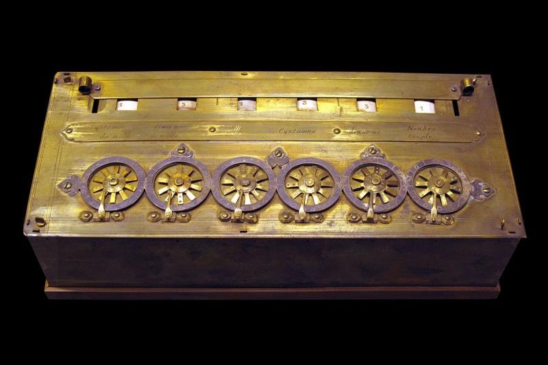 Blaise Pascal est l'inventeur de la machine à calculer en 1642. D'abord nommée machine d'arithmétique, elle s'appellera par la suite :