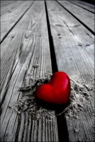 """Qui chantait """"Désormais mon coeur vivra sous les décombres de ce monde qui nous ressemble et que le temps a dévasté"""" ?"""