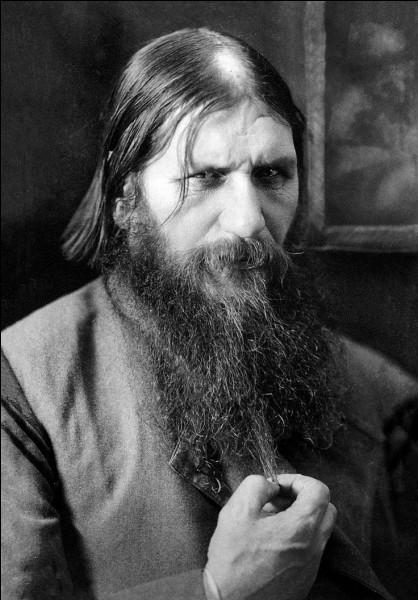 """R - Le pèlerin, mystique et guérisseur russe """"Raspoutine"""" a été le confident du tsar Nicolas II."""