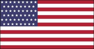 Que représentent les 13 bandes blanches et rouges sur le drapeau des États-Unis ?