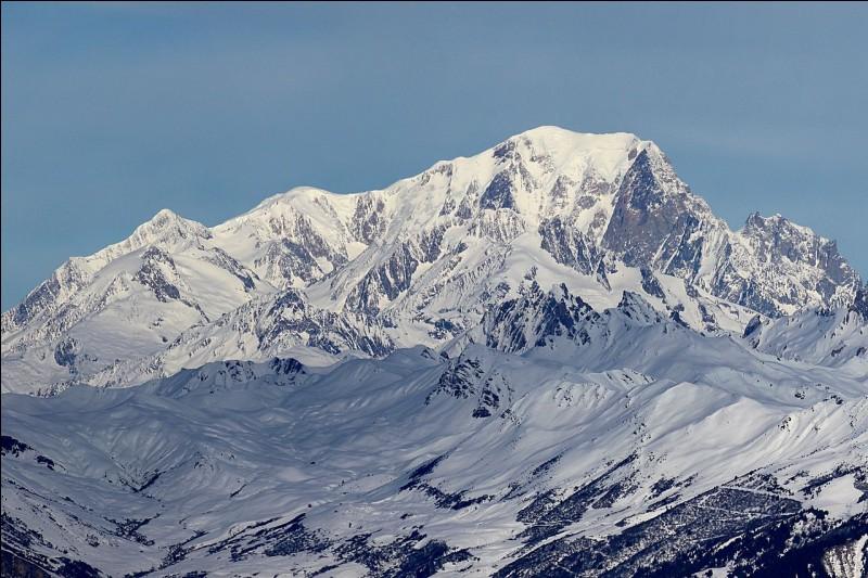 Le mont Blanc culmine à 4 809 mètres, dans l'un des départements français suivants.