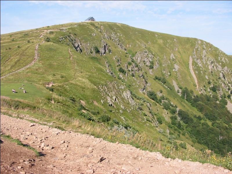 À quel massif montagneux appartient le Hohneck (en photo), culminant à 1 363 m ?